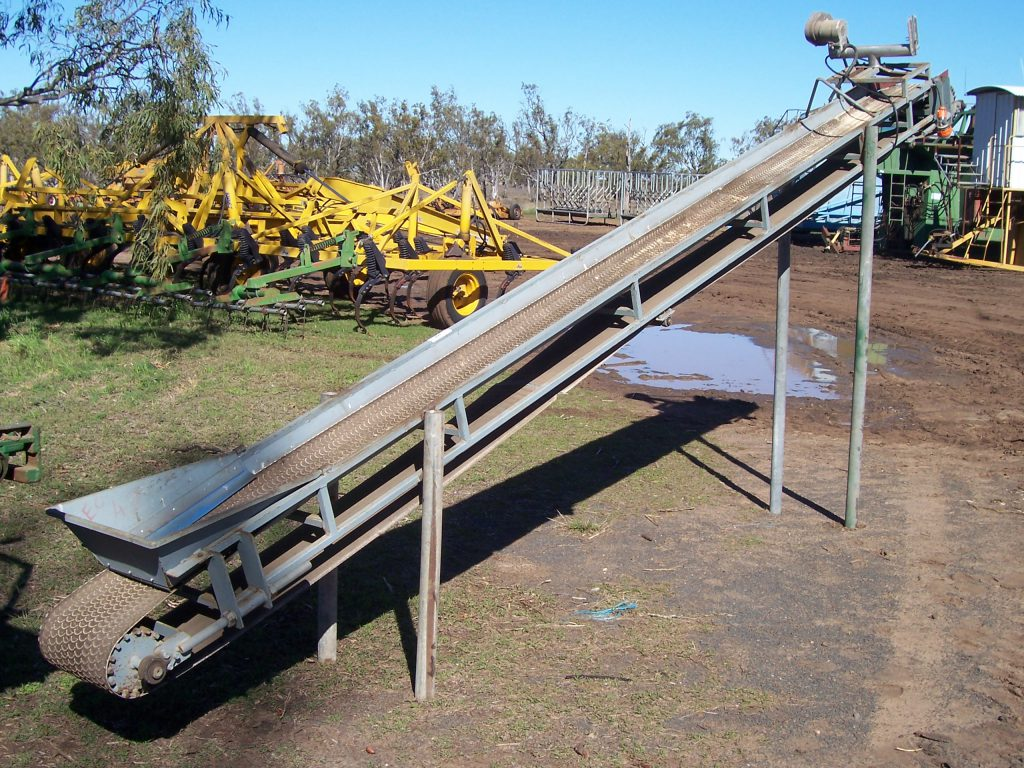 Belt elevator adjustable 5m long $600 o.n.o
